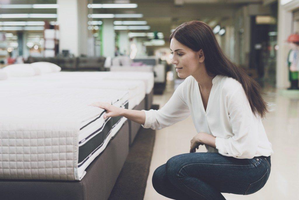 woman choosing mattress