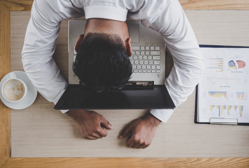 employee experiencing fatigue from work